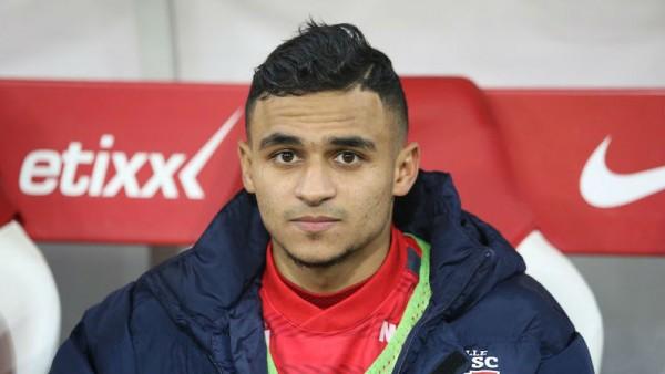المغربي بوفال مطلوب بليستر المتوج بلقب الدوري الإنجليزي