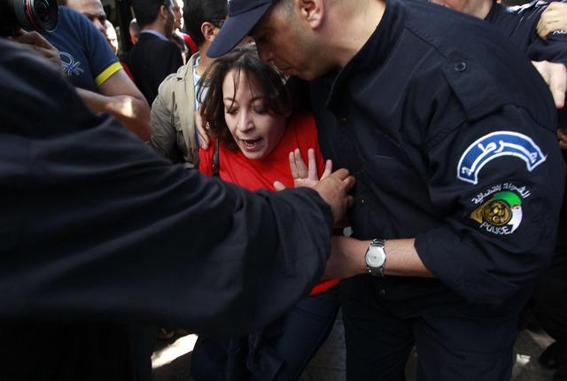 """منظمة العفو الدولية تدعو السلطات الجزائرية إلى وقف المتابعات في حق """"الأحمديين"""""""
