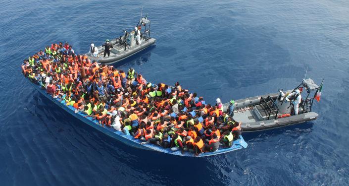 البحرية الملكية تقدم المساعدة لمركب كان يقل 37 مغربيا مرشحا للهجرة السرية