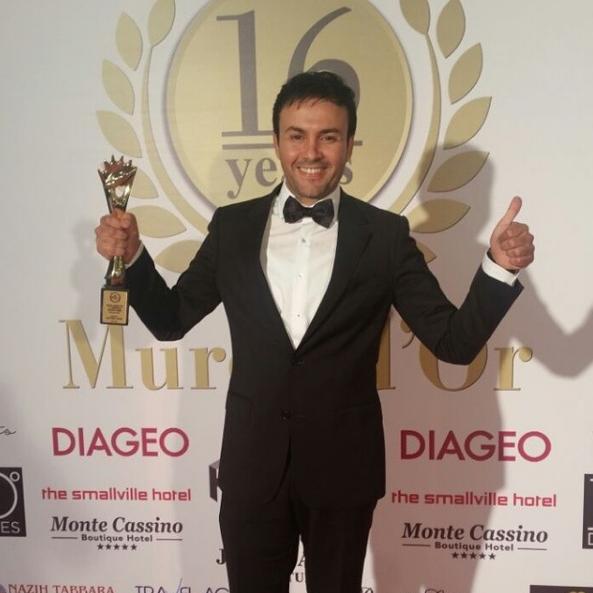 """تتويج الفنان المغربي حاتم إيدار بجائزة أحسن فنان في حفل """"الموريكس دور"""" بلبنان"""