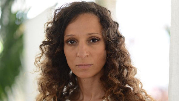 """مخرجة مغربية تفوز بجائزة الكاميرا الذهبية في مهرجان """"كان"""" الدولي"""