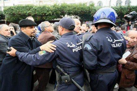 إيطاليا تنصح رعاياها بعدم الإقتراب من الجزائر بسبب الأمن المتردي والإرهاب