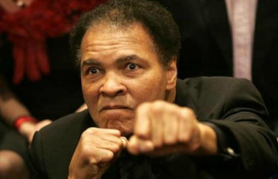 وفاة أسطورة الملاكمة محمد علي كلاي بعد صراع مع الباركنسون
