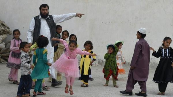 باكستاني يطمح لإنجاب مائة ولد بعد أن بلغ عدد أطفاله 35