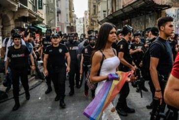 الشرطة التركية تفرق تجمعا للمثليين بالغاز المسيل للدموع في إسطنبول