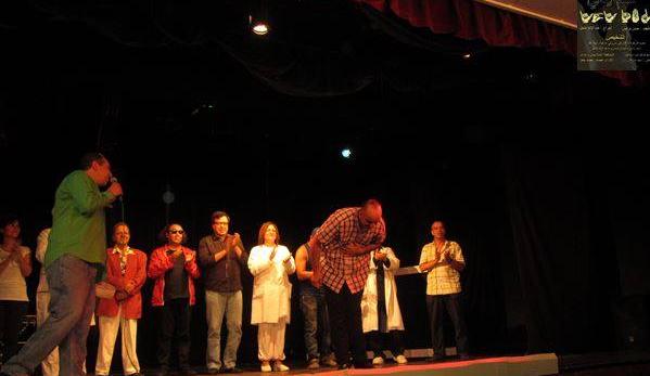 """مسرحية """"لكم إيدي"""" تصالح المغاربة مع الركح من خلال عرض كسر الطابوهات"""