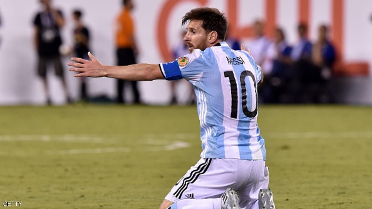 توقيف ميسي لأربع مباريات دولية بسبب إهانته لحكم برازيلي
