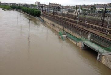 اضطرابات في حركة القطارات والسير بباريس وضواحيها بسبب الفيضانات + صور