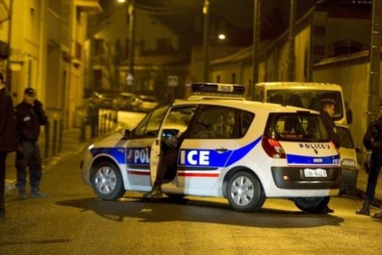 عاجل. رجل يقتل شرطيا ويحتجز رهائن بالقرب من العاصمة الفرنسية