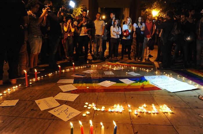 """بالصور… مغاربة وأجانب يتضامنون مع ضحايا """"مذبحة أورلاندو"""" بأمريكا"""