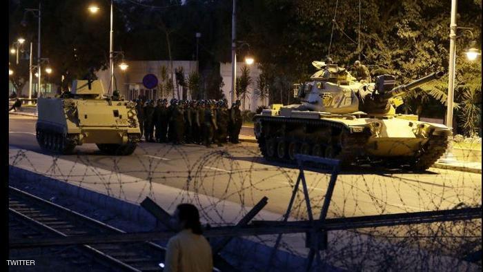تركيا تشهد محاولة انقلابية من طرف الجيش