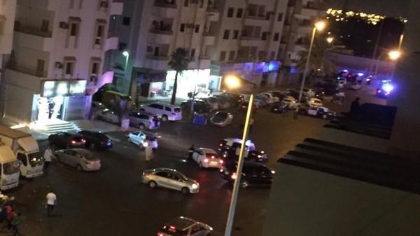 انتحاري يفجر نفسه بالسعودية ويصيب رجلي أمن