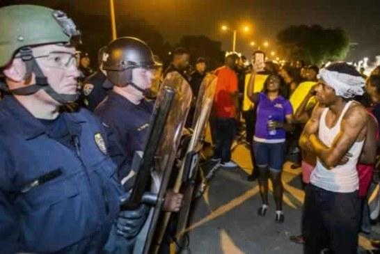 الآلاف من الأمريكيين يتظاهرون احتجاجا على عنف الشرطة ضد السود
