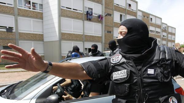 فرنسا تعتقل مسلحا تحصن في فندق أكثر من 12 ساعة