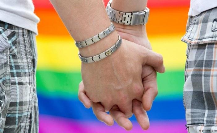تأجيل محاكمة مثليتين كانتا تتبادلان القبل بمراكش بسبب الدفاع