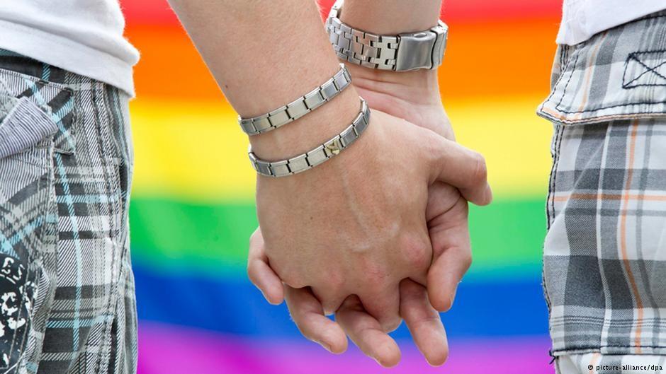 اعتقال شابتين مثليتين كانتا تتبادلان القبل بمراكش