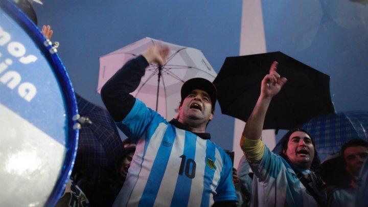 مئات الأرجنتينيين يتظاهرون لمطالبة ميسي بالعدول عن اعتزاله اللعب دوليا