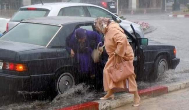 أمطار قوية وعاصفية اليوم وغدا بعدد من مدن المملكة