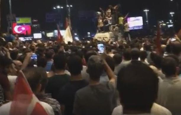 """طائرة الرئيس التركي أردوغان تحط بمطار إسطنبول إعلانا لنهاية """"الانقلاب"""""""