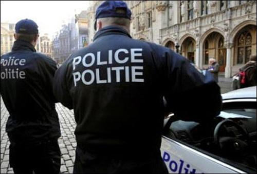 """شخص يهتف """"الله اكبر"""" ويهاجم شرطيتين بساطور في بلجيكا"""