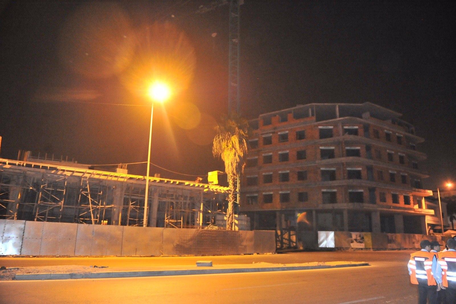 رافعة بناء ضخمة كادت تسقط فوق رؤوس سكان بالبيضاء والأمن يخلي المنطقة