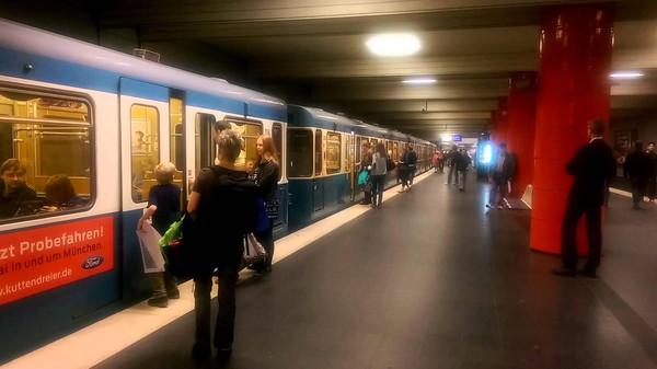 النمسا… مختل عقليا يهاجم ركاب قطار بسكين