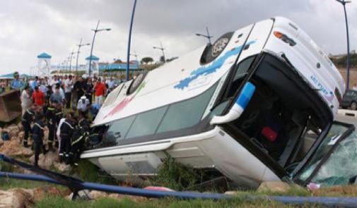 مصرع طفلة وإصابة 44 بجروح في انقلاب حافلة بمدينة تطوان