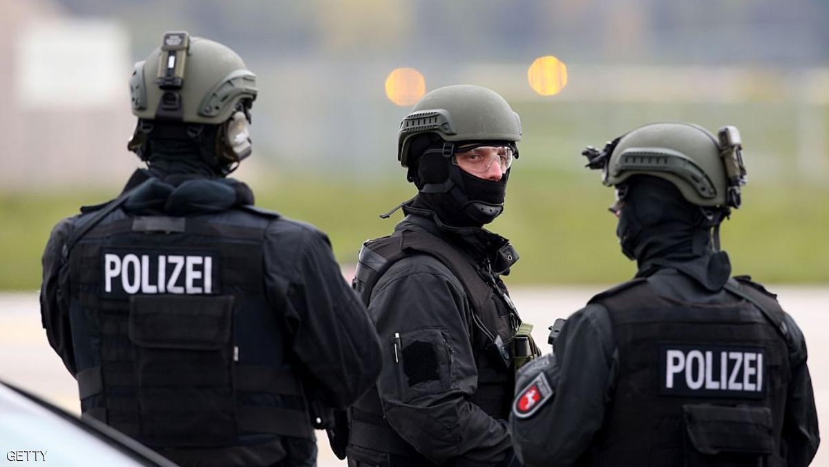 """اتهام مراهقة ألمانية طعنت شرطيا بـ""""الدعشنة"""""""