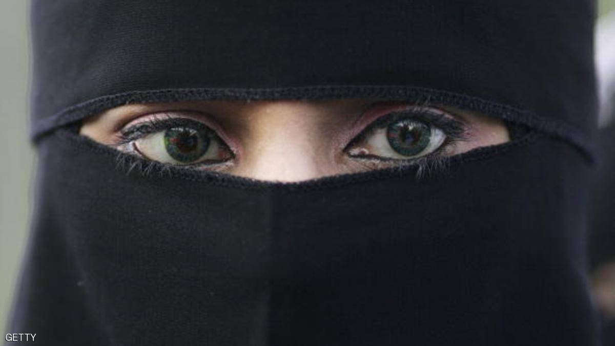 """وزير الداخلية الألماني يقترح حظرا """"جزئيا"""" للنقاب"""
