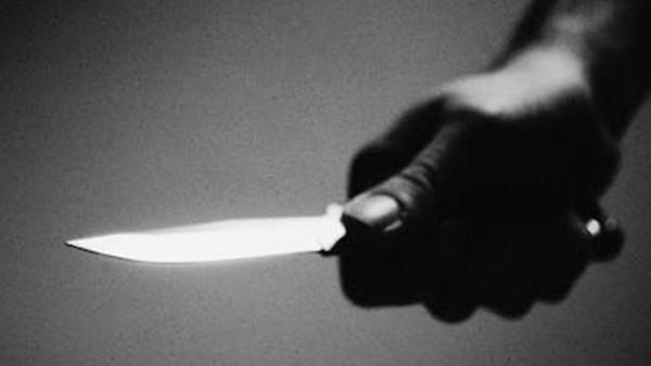 يقتل ابنه طعنا بسكين بسبب تقصيره الدراسي