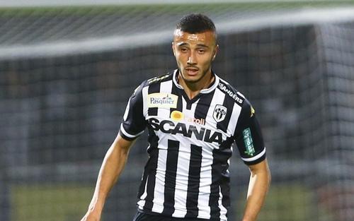 انتقال المدافع الدولي المغربي رومان سايس إلى وولفرهامبتون