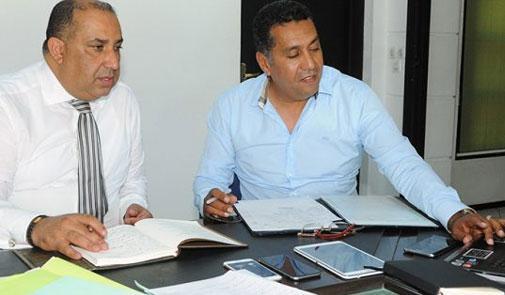 رئيس الرجاء يرفض لقاء الطاوسي لفسخ العقد والأخير يستنجد بالصحافيين