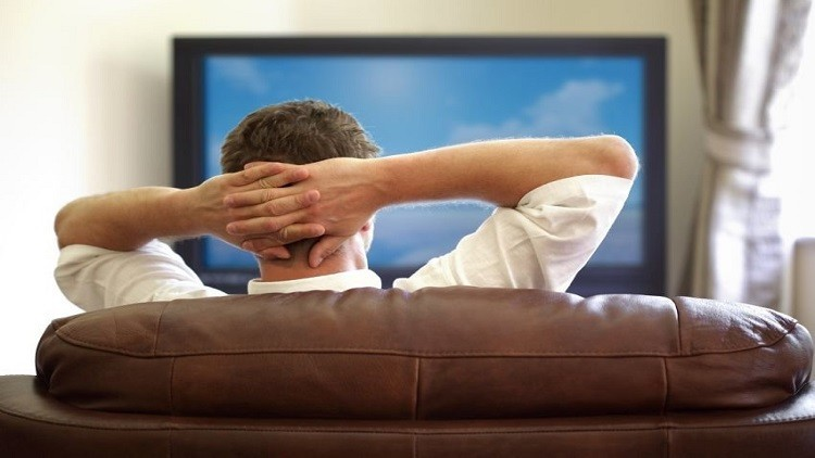 دراسة دانماركية: مشاهدة التلفاز تقتل الحيوانات المنوية لدى الرجل!
