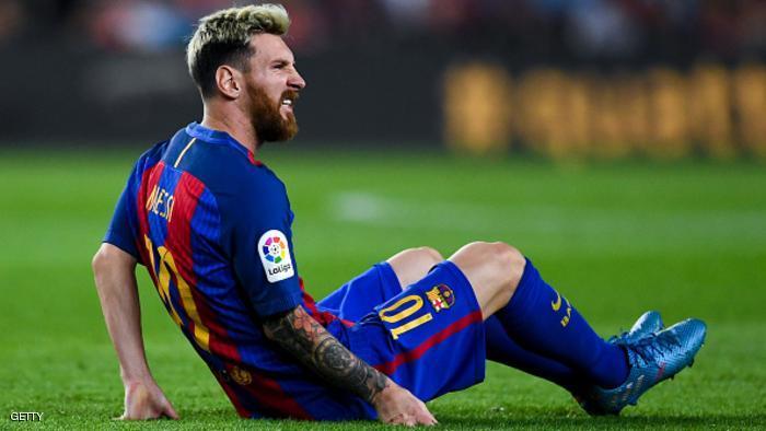 الإصابة تبعد ميسي مجددا عن برشلونة والأرجنتين