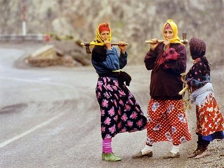 صوت المرأة الأمازيغية تنتفض ضد السياسات الحكومية المكرسة للتمييز ضد المرأة