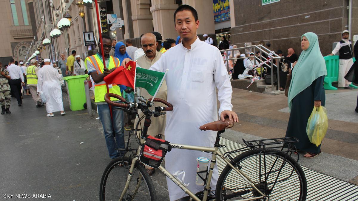 وصل من الصين إلى مكة على دراجته للحج