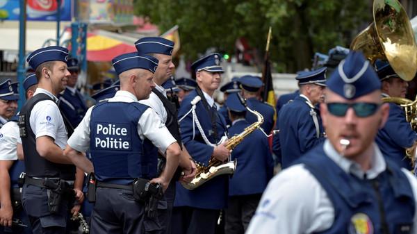 رجل يهاجم ضابطي شرطة بسكين في بروكسيل