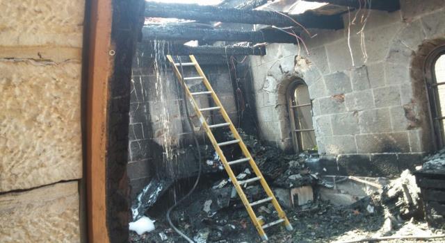 متطرف مغربي يحرق كنيسة بأكملها في إسبانيا ويدمر تماثيل مريم العذراء