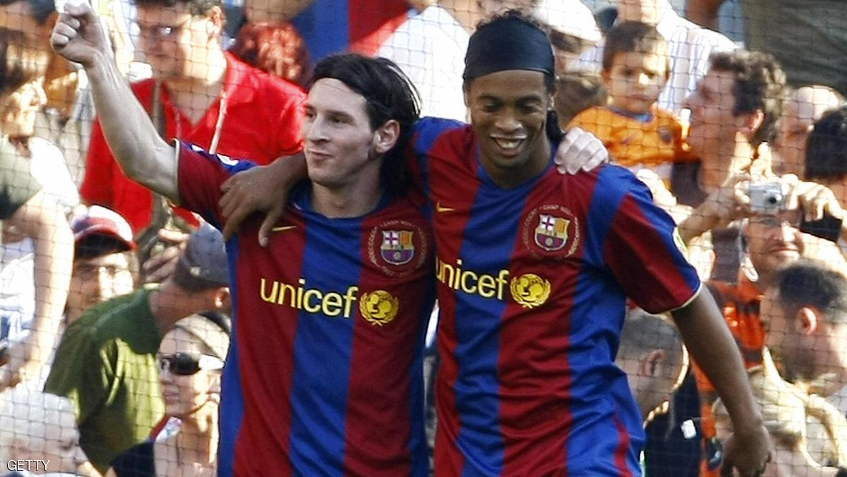 رونالدينيو يعود إلى برشلونة من جديد