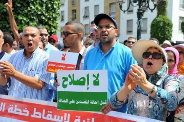 بنكيران يقمع ويسيل دماء المحتجين على خطته لإصلاح التقاعد بالرباط