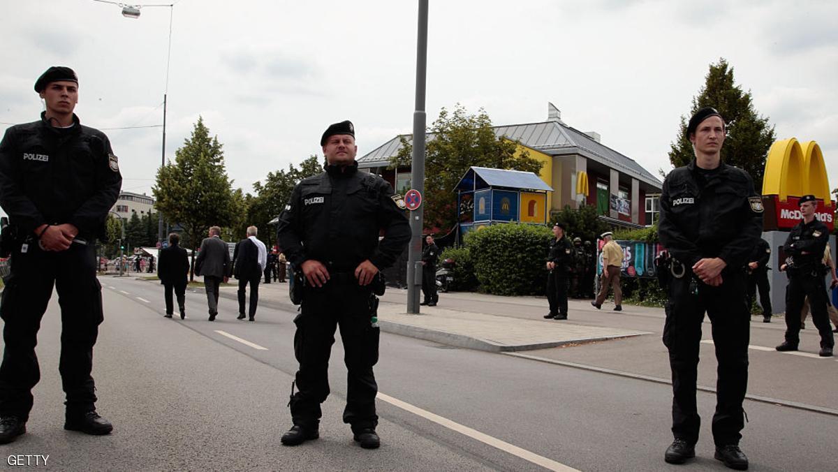 """محاكمة مراهقة طعنت شرطيا بأوامر من """"داعش"""""""