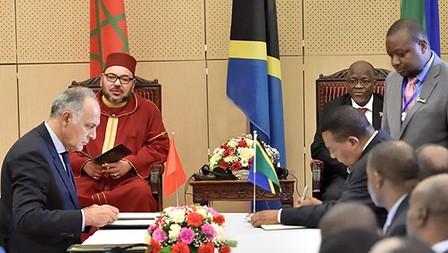 الملك ورئيس جمهورية تنزانيا يترأسان حفل التوقيع على عدد من الاتفاقيات