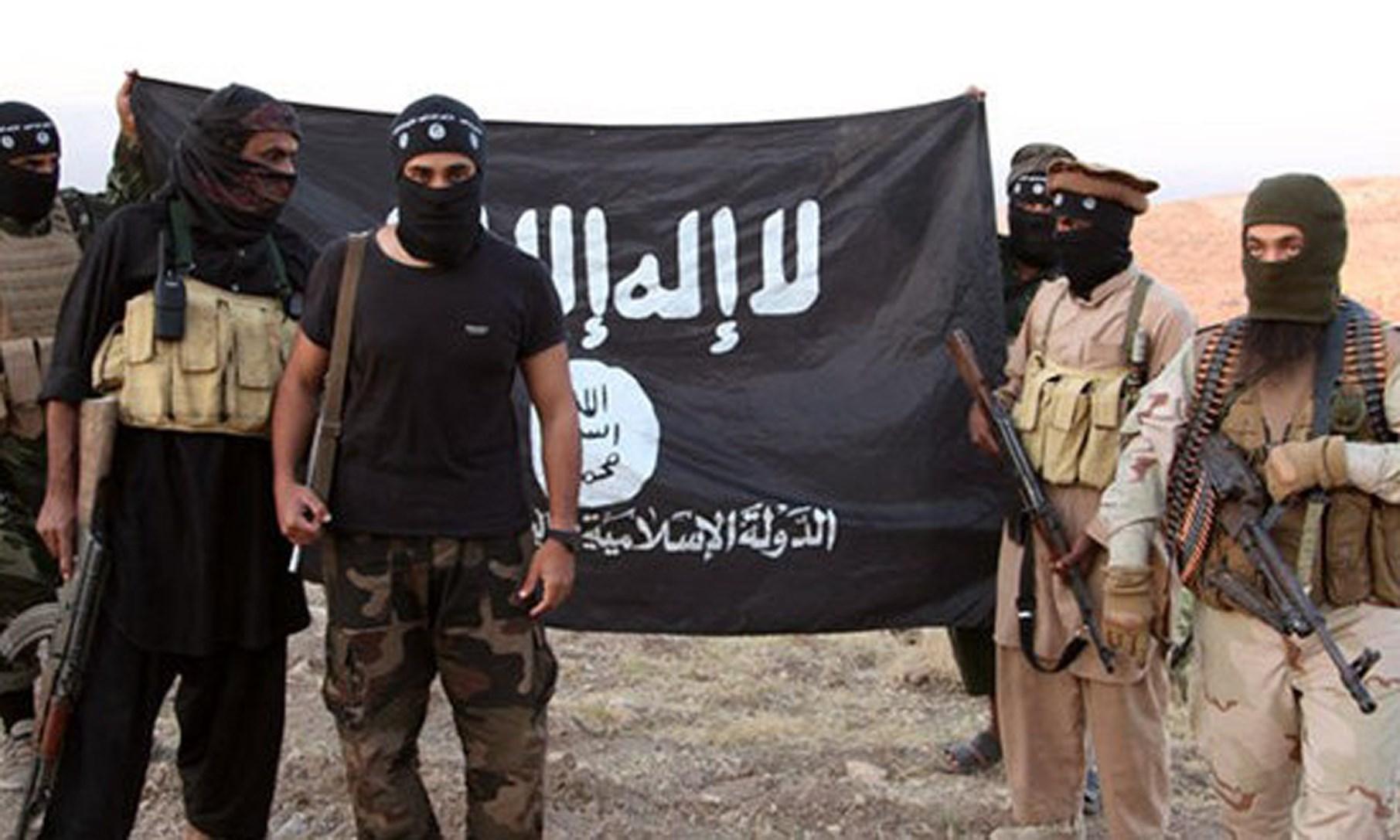 """خمسة من كبار """"قادة داعش"""" يسرقون الملايين ويفرون"""