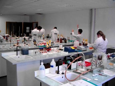 لجان لتفتيش مختبرات المؤسسات التعليمية لضبط ومراقبة المواد القابلة للانفجار