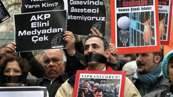 """تقرير أوروبي يشير إلى """"انتكاسة"""" لحرية الصحافة في تركيا"""