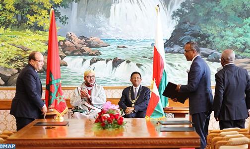 الملك ورئيس جمهورية مدغشقر يترأسان حفل التوقيع على 22 اتفاقية للتعاون