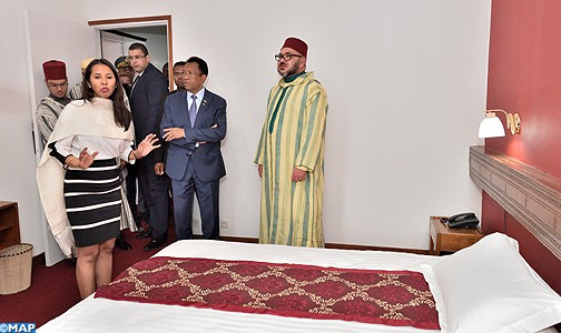 الملك محمد السادس يزور الفندق الذي عاش فيه جدة أيام المنفى