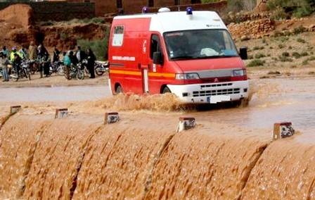 وفاة طفلة ومحاصرة أربعة أشخاص وسط السيول الجارفة باليوسفية