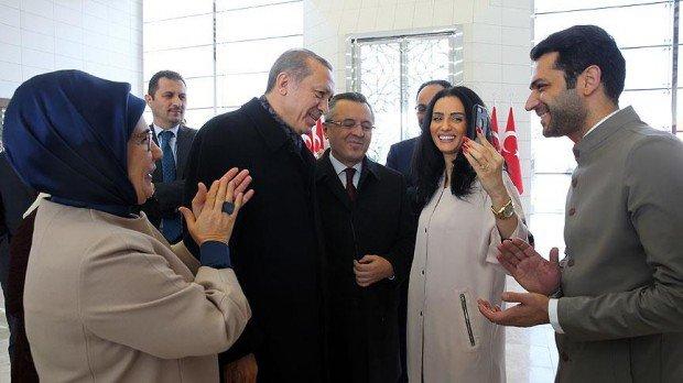 الرئيس التركي أردوغان يخطب ملكة جمال المغرب من والدها لأشهر ممثل تركي + صور