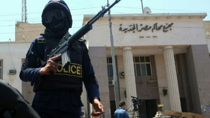 السجن لنقيب الصحافيين المصريين واثنين من أعضاء مجلس النقابة